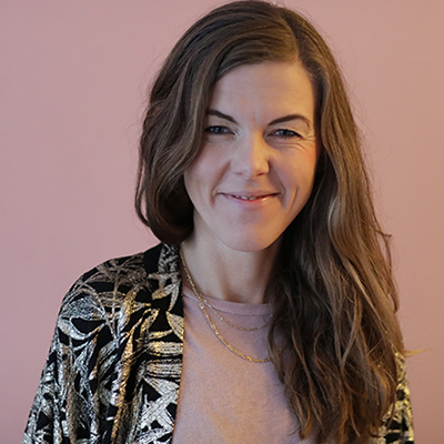 Sanne Severinsen smiler - artikel om oprydning